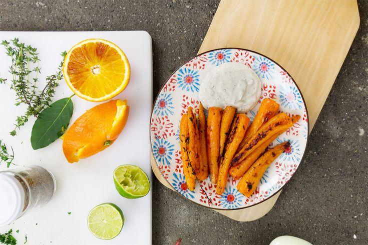 Le carote arrosto con cumino e coriandolo vi stupiranno per la loro velocità di preparazione e bontà assoluta.