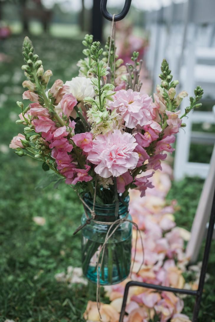 25 swoon worthy spring amp summer wedding bouquets tulle amp chantilly - A Summer Wedding At Hidden Vineyard Wedding Barn