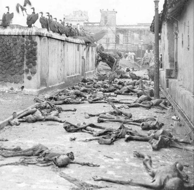 Em 1943, cerca de 3 milhões de pessoas morreram de fome e desnutrição em Bengala, na Índia, sob administração do Império britânico. Massas de famintos esqueléticos morreram nas ruas de Bengala enquanto os britânicos e indianos comiam fartas refeições em seus clubes e casas.