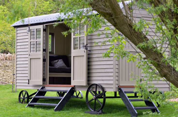 Former Prime Minister David Cameron buys £25,000 shepherd hut for Cotswolds home