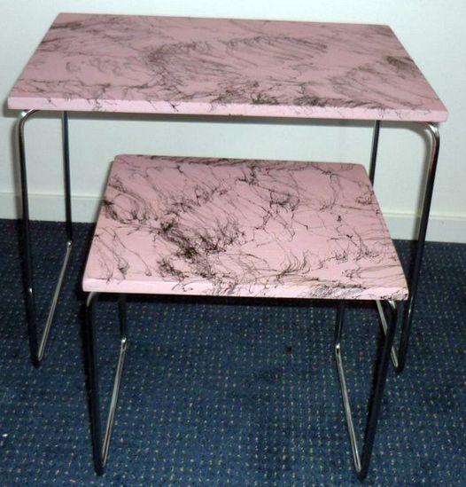 set van 2 bijzettafeltje USA roze zwart jaren 50 /60