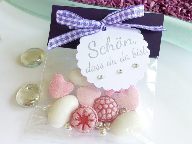http://de.dawanda.com/product/63944607-Gastgeschenktuetchen-in-lila