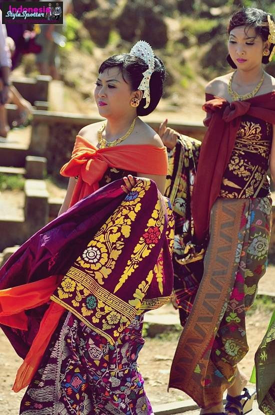 Indonesia-style-spotter-traditional-bali-songket-cloth-potong-gigi-mepandes-street-look-fashion-uluwatu-tanah-lot-photographer-2011-2012-2013-2014-2015-2016-2017-close-look-body