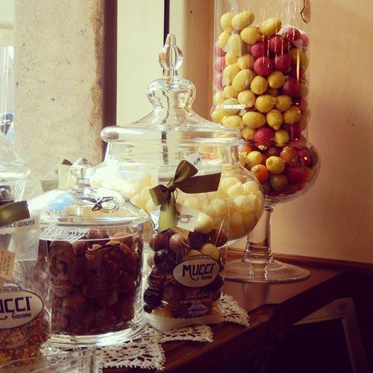 lorel in the world, mucci , caramelle al limoncello, uvetta allo cherry ricoperta di cioccolato, agrumi di marzapane