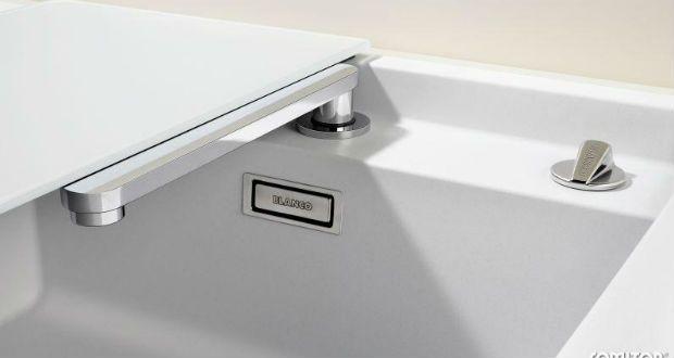 In cucina la zona sotto la finestra è la posizione ideale per il lavello, ma il problema diventa il rubinetto. BLANCO offre una vasta gamma di rubinetterie