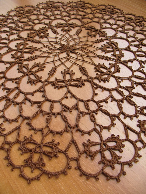 Una auténtica filigrana, una labor de crochet muy delicadaLabor, Auténtica Filigrana, Muy Delicadas, Crochet Muy, Chiacchierino Tat, One, Clovers Leaf Doilies, Photos Shared, Tatted Doily Clovers