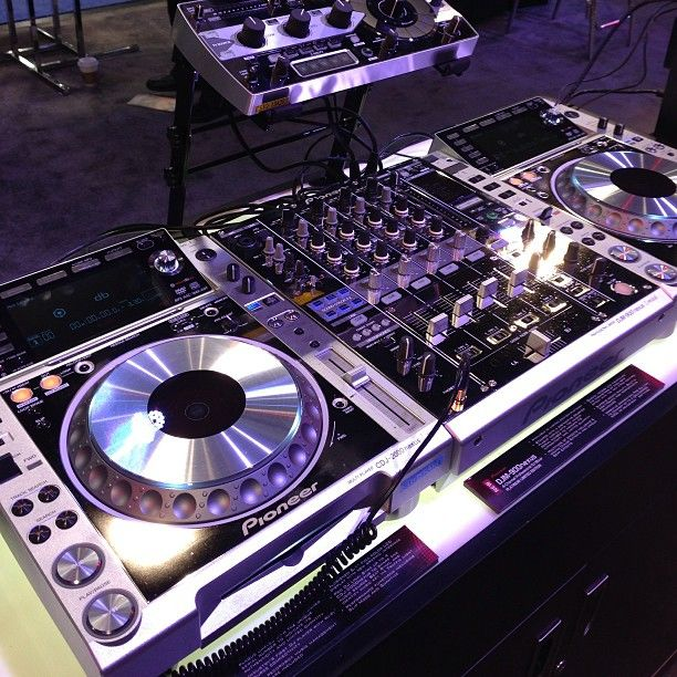 WoW! Pioneer Limited Edition Platinum CDJ2000Nexus DJM900nexus and RMX1000 wow! Prices approx 20% more than standard