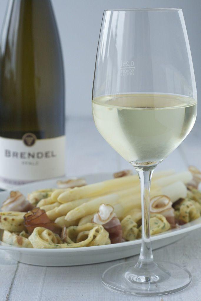 Wein(Seligkeiten) Weingut Brendel | Weißburgunder Schlossberg 2013 | Spargel mit Kräuterflädle, Hollandaise und dem alten Fritz