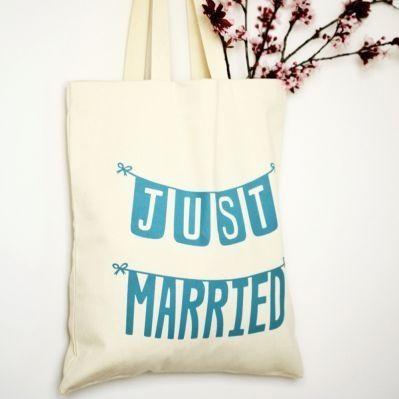 cadeau original invités - sac en toile personnalisé - sac souvenir de mariage