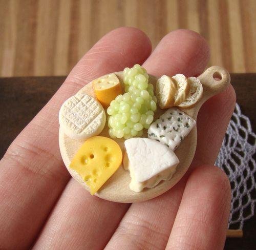 Cheese and Grapes - by Stéphanie Kilgast / PetitPlat Food Art