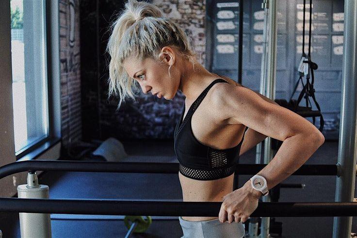#SwatchSKIN è così sottile pratico e leggero da accompagnarmi anche nella mia routine di allenamento! #YOURMOVE Andate a curiosare tutti i modelli nel link in bio! #ad @swatch #chiaralosh  #watch #watches #girl #sport #fit #fitgirl #fitness #fitnessgoal #fitnessmodel #fitnessbody #fitnessgirl #gym #fitbody #muscle #muscles #workout #fitnesslife #fitblog #fitblogger