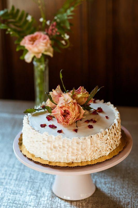 Rustic- Victorian-Wedding- Cake - Flowers