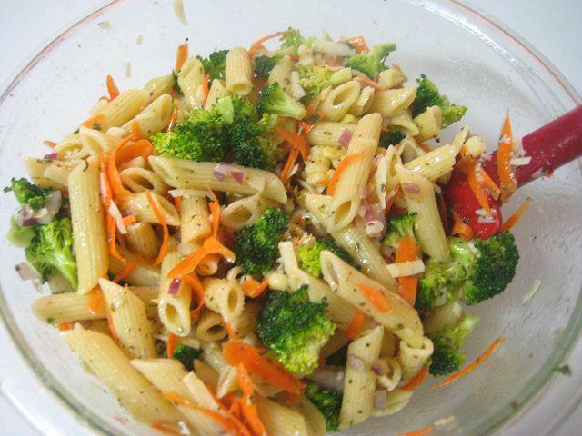Homemade Italian Salad Dressing/pasta salad (gf pasta, fresh veg, shredded cheese, garlic powder, black pepper, basil, olive oil, water, vinegar, sugar, oregano, sea salt, onion powder)