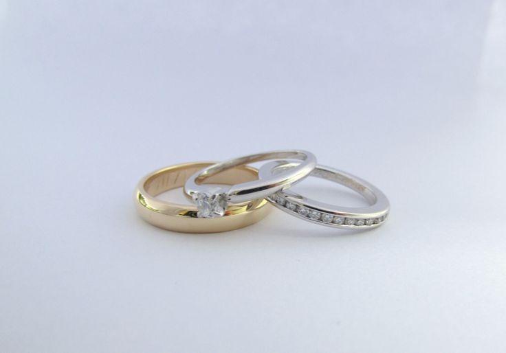 Las argollas duran para toda la vida, representan la unión y el compromiso con tu pareja;  nada mejor que poder elegir el diseño que mas te guste, escoge tu diseño en Durán Joyeros, Bogotá.  lo fabricamos  a mano  R828 #anillos #solitarios #matrimonio #hechoamano #joyeria #hermosasjoyas  #joyasbogota #joyas #Colombia  #oro #duranjoyerosbogota #matrimonio #Novias #novios #esposos #compracolombiano #argollas #gold #handmade #jewellry