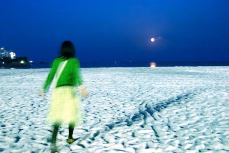 """Yukihiro Yoshida : look girl """"15th night moon"""" http://digianalogue.com/photoblog/archives/2005/09/look_girl_15th.php #YukihiroYoshida #Photography"""