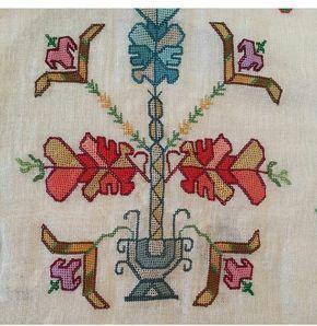 Muşabak ve hesap işi tekniği kullanılmış örtü