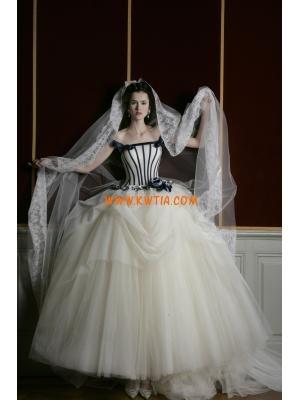 znany projektant czarne i białe koronki suknia ślubna 2013
