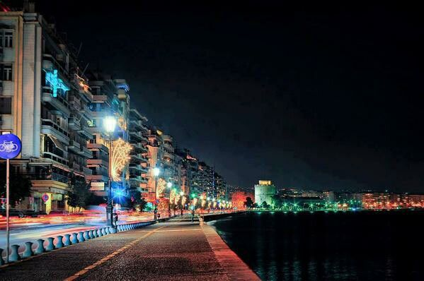 Saloniki by night