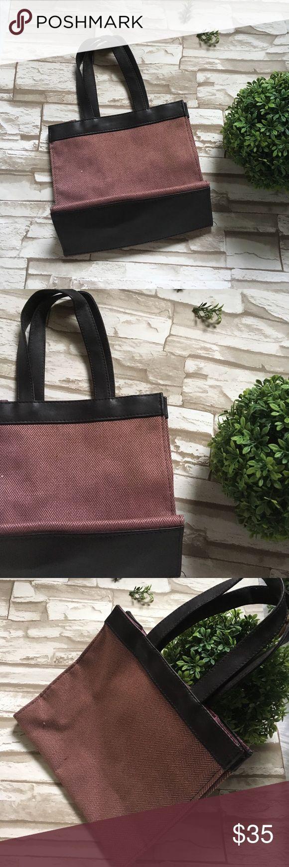 🆑SALE, Estée Lauder Mini Bag Condition: Excellent Used Condition, Made In China 🇨🇳, Bundle 3+ & Get 10% Off! Thx, Happy Poshing Estee Lauder Bags Mini Bags