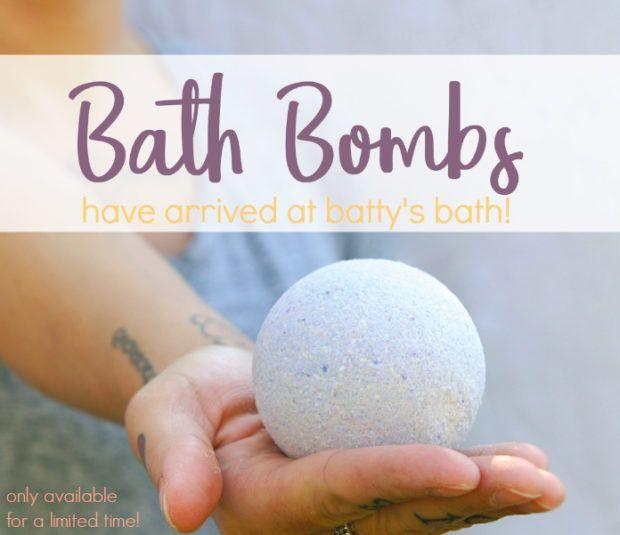 Bath Bombs - safe toxic free bath bombs. What ingredients to avoid in bath bombs. What ingredients to look for in bath bombs. Bath bombs that are good for dry skin. Bath bombs that are good for sensitive skin. Bath bombs that are good for acne prone skin.