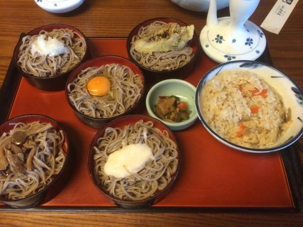 島根県 出雲市は   鶴華 波積屋  黒くてコシのある蕎麦と、甘めで濃いつゆで頂「割子そば」