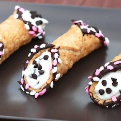 Cannoli, cannoli, and more cannoli!Valentine Treats, Italian Desserts, Valentine Day, Food, Cannoli Recipe, Dinner Ideas, Sweets Life, Cooking Tips, Cake Boss