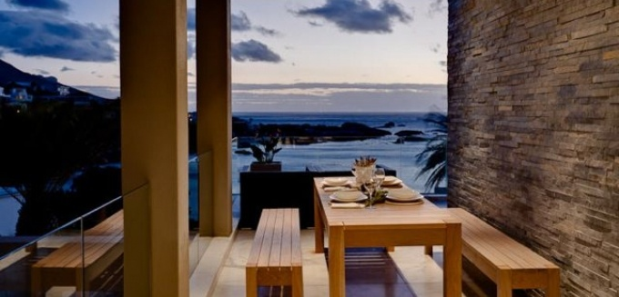 Outdoor dining at Bali House, Camps Bay.