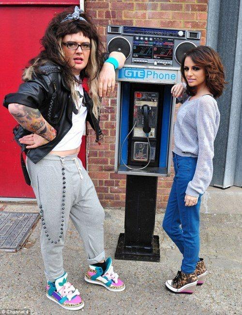 Alan Carr as Cher Lloyd!! Awesomenesss!!