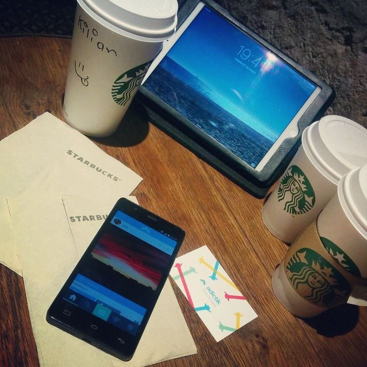 Sometimes we work at new places to keep ideas fresh ;) #workingplace @starbucks_es #App