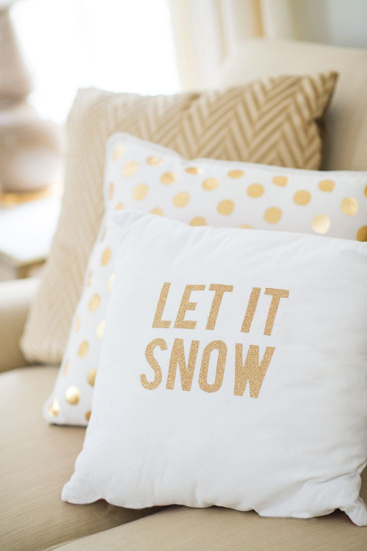 #DIY Sparkly Holiday Throw Pillows #please!: