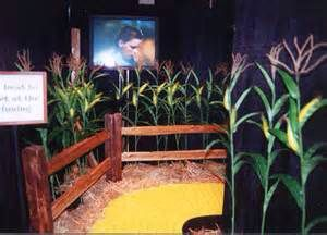 Love the corn field. We could make corn stalks from butcher paper easily