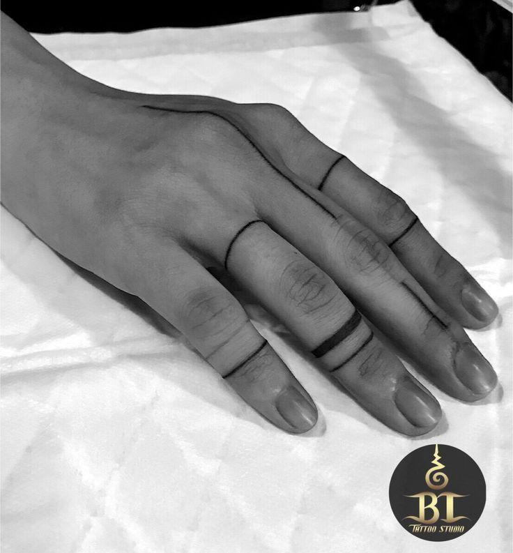 Fertig Finger Tattoo aus dem Handstoß von Ajarn Tom (www.bt-tattoo.com) #bttatt…