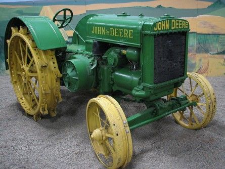 10 Antique John Deere Tractors: Image Gallery http://blog.machinefinder.com/11654/10-antique-john-deere-tractors-image-gallery