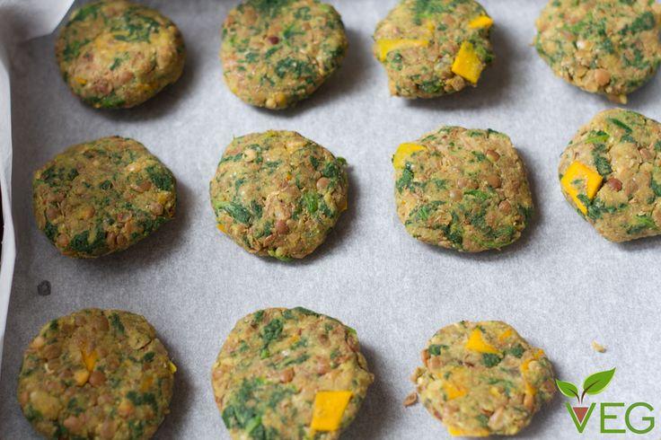 Gli amanti delle polpette fanno festa con queste polpette di lenticchie, spinaci e zucca! Un ricetta di polpette vegetariane con legumi da leccarsi i baffi!