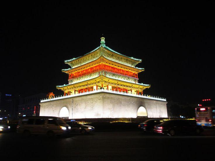 Xian foi capital da China durante 4000 anos e há imensas coisas para ver na cidade e próximo, tal como túmulo do Imperador Jingdi e o Exército de Terracota.
