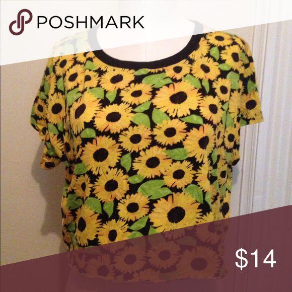 Sunflower print crop top H&M sunflower print crop top H&M Tops Crop Tops