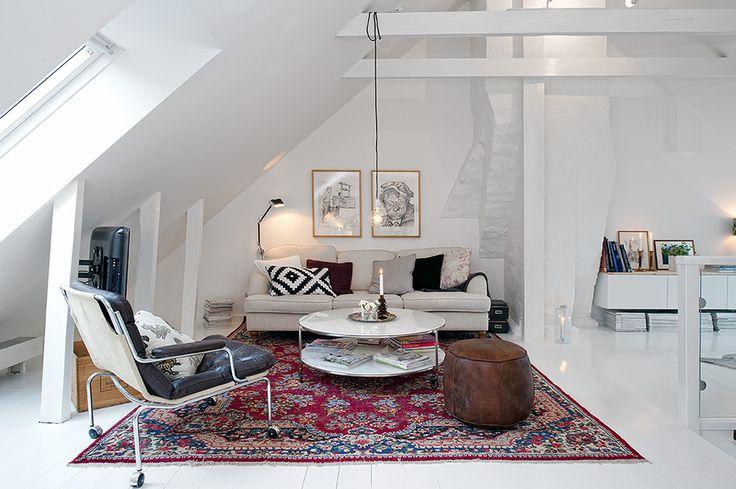 Valkoinen Koti: Kauniisti erilainen, itämainen matto + valkoinen lattia!