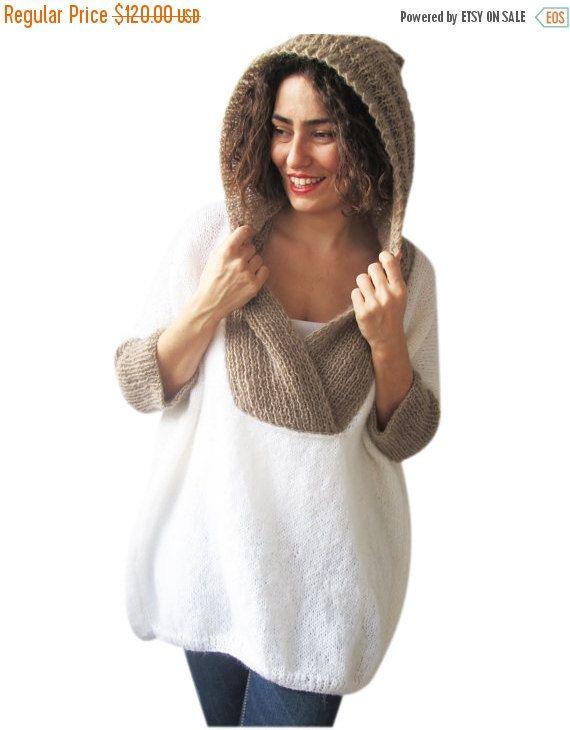 Ce poncho est en tricot avec un motif spécial à la main. Il est fabriqué avec du fil de mohair. Il est léger. Il est très chaud et confortable.  Nimporte quelle question, simplement envoyer un message.   ---Faites dans un environnement sans animaux et sans fumée.---  ---Toute la main bonneterie et main tricot points devra être lavé dans leau tiède avec un détergent doux et posé à plat à séchage