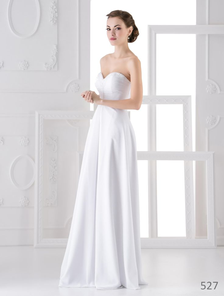 Very simple high quality wedding dress from European designer. Get it now for 330 €.