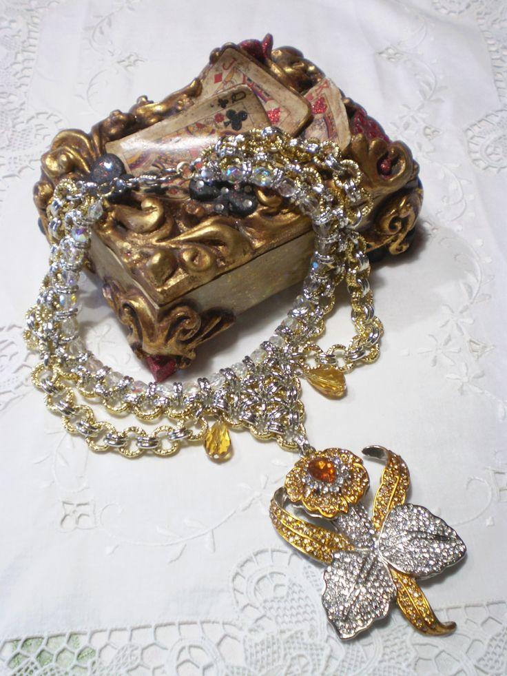 """Sul num. 44 di Fashion Gems Mgazine è pubblicata anche la mia collana """"Orchidea""""...ho riproposto l'intramontabile chainmail..."""