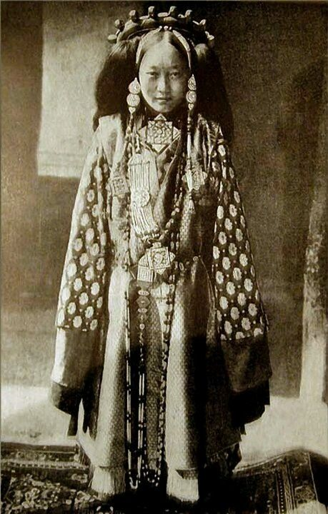 noble Tibetan woman in traditional costume. late 19th century. old photo of Tibet