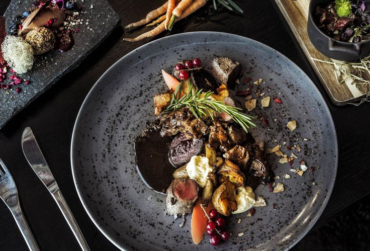 Die Gerichte Im Rovaniemi Restaurant Arctic Boulevard Heben Zutaten Wie Rentiere Flechten Und