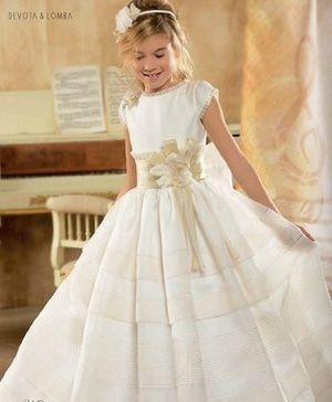 Sencillez, vuelta a los clásicos y sedas rústicas con pequeñas notas de color en los vestidos de comunión de moda en 2014.: Detalles que hacen moda