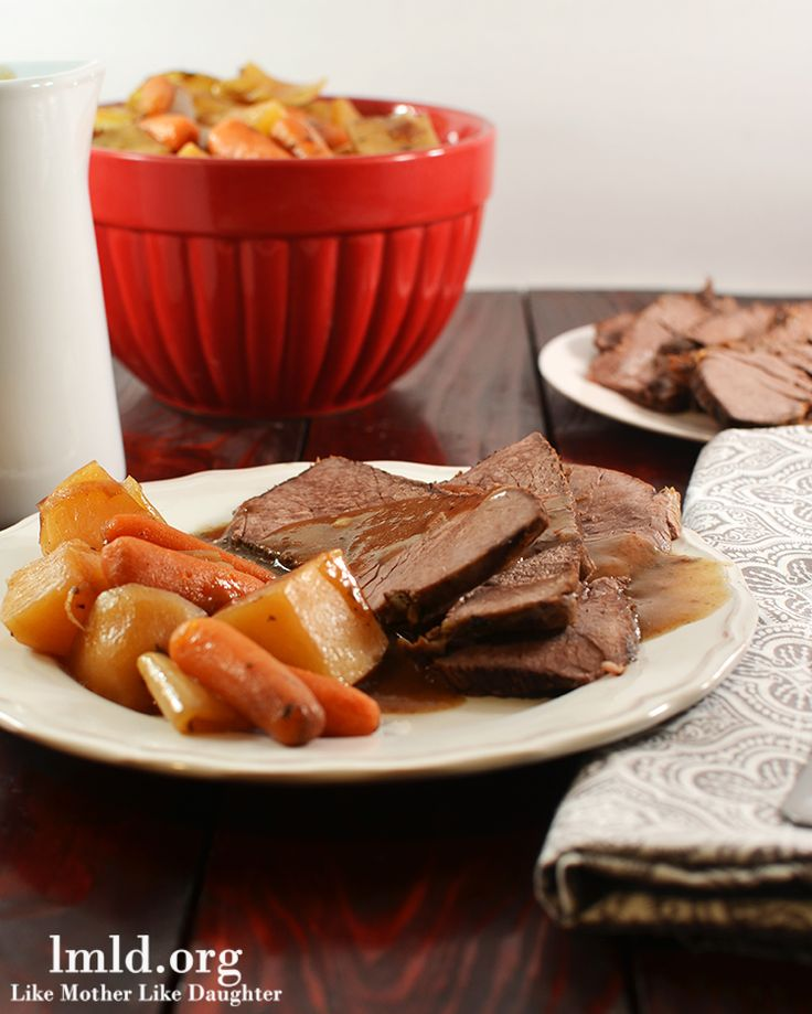 This Tavern Style Crock Pot Beef Roast is made so east with Campbell's Slow Cooker Sauce! Plus its delicious! #lmldfood