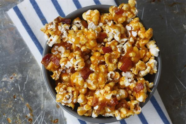 Spicy Caramel Bacon PopcornDesserts, Caramel Popcorn, Caramel Bacon, Bacon Popcorn, Snacks, Super Bowls Food, Appetizers, Spicy Caramel, Popcorn Recipes