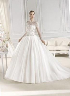 Свадебные платья с кружевами фото - http://1svadebnoeplate.ru/svadebnye-platja-s-kruzhevami-foto-3300/ #свадьба #платье #свадебноеплатье #торжество #невеста
