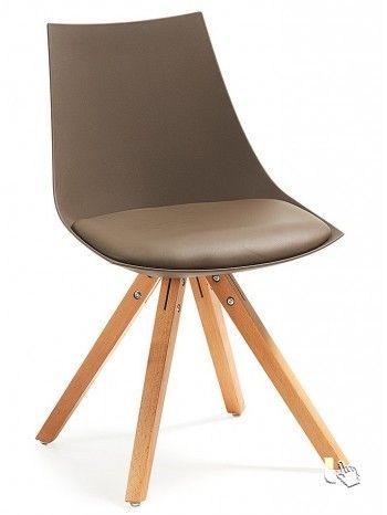 Il piacere di sedersi su una sedia comoda e bella. Moderna e grintosa, dal design accattivante.
