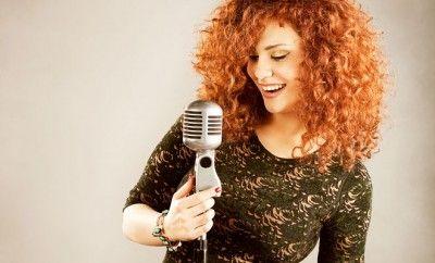 Suriye'nin ödüllere doymayan sesi Lena Chamamyan,15 Mayıs 2015 Cuma gecesi İstanbul Kongre Merkezi'nde sevenleriyle buluşacak. Chamamyan, oryantal klasik müzik ile modern dünya müziği arasında kurduğu köprüyle müzik çevrelerince etnik cazın büyüleyici sesi ve Ortadoğu'nun kendi tarzını yaratan birkaç kadın sanatçısından biri olarak anılıyor.
