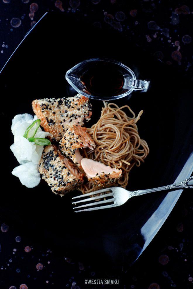 Sesame-crusted salmon  www.kwestiasmaku.com/ryby_i_owoce_morza/losos/losos_w_sezamie/przepis.html