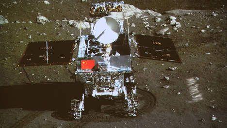 Het ruimtevaartprogramma van China wil een primeur in de ruimtevaart door als eerste op de achterkant van de maan te landen. Dit meldt het Russische staatspersbureau. De achterkant van de maan is nog een onbekend gebied voor de wetenschappers, waar wel foto's van zijn.  China lijkt voor een grote uitdaging te gaan door op een moeilijk gebied te landen aan de achterkant van de maan. De Chang'e-4, zoals het ruimtevoertuig heet, zal in 2020 richting de maan vertrekken om een wereldprimeur te…